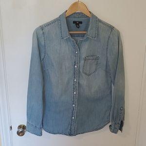 XS Gap Denim Button Down Shirt